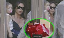 Victoria sắm hàng loạt đồ chơi mới cho con gái yêu