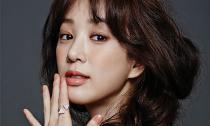 Jung Ryeo Won thu hút ánh nhìn trên tạp chí