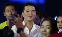 Đàm Vĩnh Hưng 'đội mưa' quay MV cùng fans ở 3 miền