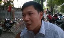 Người đàn ông nhai thủy tinh dễ như ăn kẹo