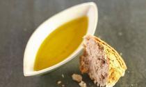 Ăn bánh mì nhúng dầu ô liu giảm nguy cơ bệnh tim
