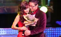 MC Anh Quân 'tỏ tình' với Kavie Trần trên sân khấu truyền hình trực tiếp