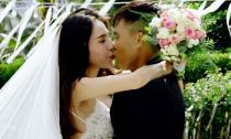 Chú rể Công Vinh hôn cô dâu Thủy Tiên đắm đuối trong đám cưới