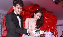 Công Vinh - Thủy Tiên 'công khai' toàn bộ số tiền mừng cưới