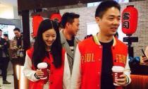 'Hot girl trà sữa' và bạn trai già diện đồ đôi đi mua sắm