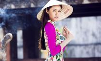 Á hậu Linh Chi duyên dáng với áo dài và nón lá