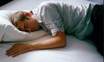 Ngủ nhiều làm tăng nguy cơ đột quỵ?