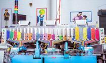 Nhà máy sản xuất bút sáp đầy màu sắc ở Pennsylvania