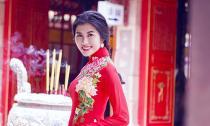 Hoa khôi Hồng Nhung dịu dàng trong tà áo dài