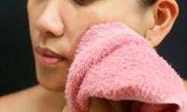 5 bước rửa mặt đúng cách chị em cần biết