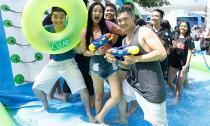 Giới trẻ Sài thành 'tránh nóng' tại đường trượt Clear