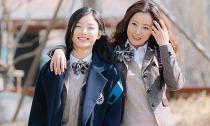 Kim Hee Sun 'cưa sừng làm nghé' khi mặc đồng phục học sinh