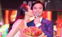 Hoa hậu Thu Hoài hôn Mạnh Quỳnh trong tiệc sinh nhật