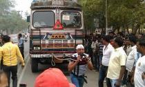 Dùng răng kéo xe tải nặng hàng tấn