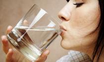 Uống nước đun sôi để nguội có hại cho sức khỏe?