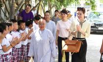Hoa hậu Bùi Thị Hà 'mang tấm lòng vàng' đến miền Tây Bạc Liêu