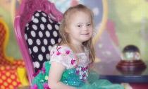 Bé gái bị down hóa thành công chúa Disney xinh đẹp