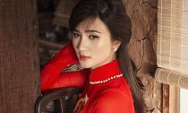Kim Tuyến đẹp nao lòng trong tà áo dài nền nã