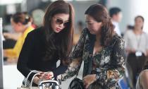 Á hậu Diễm Trang được mẹ 'tháp tùng' ra sân bay
