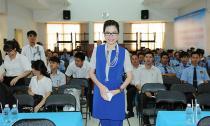 Hoa hậu Bùi Thị Hà đẹp rạng rỡ và quyền lực tại công ty