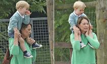 Hoàng tử George đáng yêu công kênh trên vai bà
