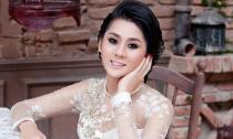 Lâm Chi Khanh đẹp nền nã trong tà áo dài