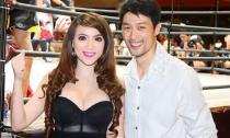 Jenny Tuyến khoe vòng một gợi cảm bên Johnny Trí Nguyễn