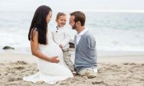 Bộ ảnh gia đình hạnh phúc của chàng trai không tay chân nổi tiếng Nick Vujicic