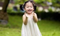 Con gái Xuân Lan đẹp tựa thiên thần trong nắng mai