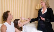 Phát hiện chồng ngoại tình qua vết ướt trên ga trải giường