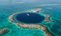 Ấn tượng những hố nước xanh hình tròn đầy mê hoặc trên thế giới