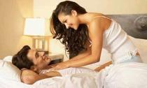 Vợ trang trí phòng lộng lẫy để chồng và nhân tình về ngủ