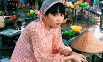 Fans xót xa trước hình ảnh Ngọc Trinh ngồi dầm mưa giữa chợ