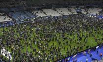 Khoảnh khắc cả sân vận động run rẩy trong vụ khủng bố ở Paris