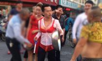 Chú rể mặc đồ lót phụ nữ diễu hành khắp phố