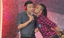 Trấn Thành bị cưỡng hôn đồng giới sau công khai yêu Hari Won