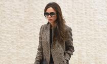Victoria Beckham diện thời trang sang chảnh ở sân bay