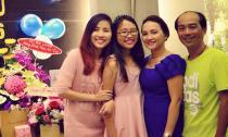 Phương Mỹ Chi lớn phổng phao, điệu đà trong tiệc sinh nhật mẹ