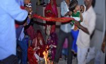 Đám cưới đẫm lệ của những cô dâu nhí bị buộc kết hôn
