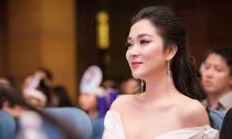 Hoa hậu Nguyễn Thị Huyền lại biến đổi nhan sắc sau thời gian để tóc tém