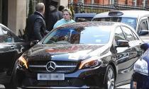 Sau Rolls-Royce cổ, cậu cả nhà Becks lại học lái xe bằng Mercedes A-Class