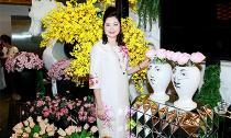 Doanh nhân Phùng Thị Thu Thuỷ diện áo dài vẽ tay rạng rỡ dự tuần lễ thời trang