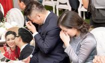 Bố mẹ Tú Anh rơi nước mắt khi trao con gái cho nhà chồng trong lễ rước dâu