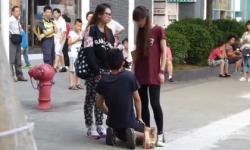 Shock với clip cô gái trẻ quát mắng, tát bạn trai liên tiếp giữa đường