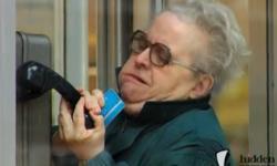 Clip hài: Phát khùng với chiếc điện thoại