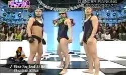 Điệu nhảy 'gây bão' của 3 chàng sexy