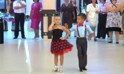 Màn nhảy khiêu vũ cực điêu luyện của hai bé 7 tuổi