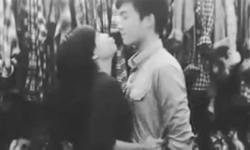 Thú vị clip nụ hôn của cô nàng chân ngắn