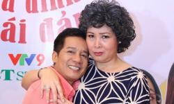 'Vợ chồng' NSND Hồng Vân ôm nhau, nhắng nhít ở sự kiện