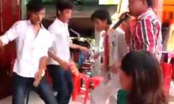 Chú rể nhảy cực sung trong đám cưới